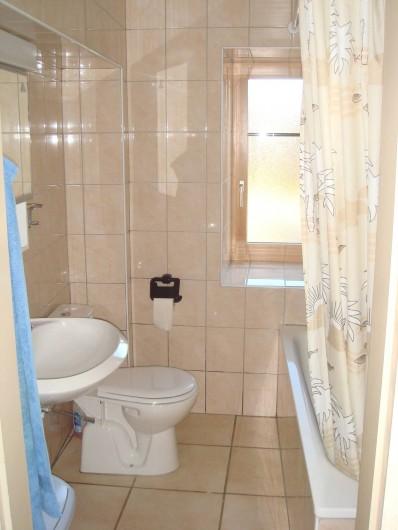 Location de vacances - Appartement à La Chaux-de-Fonds - Salle de bain