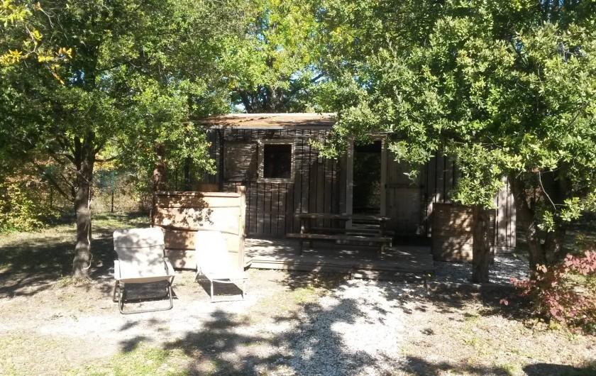 Location de vacances - Insolite à Richerenches - Cabanon caché sous les truffiers