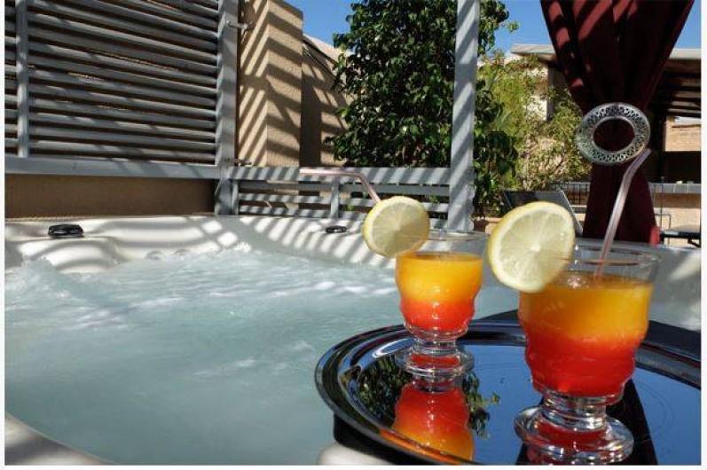 Location de vacances - Chambre d'hôtes à Marrakech - Jacuzzi  2 spa jacuzzi 3 places sur la terrasse