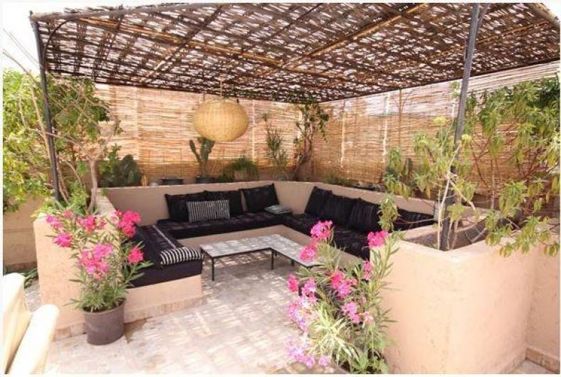 Location de vacances - Chambre d'hôtes à Marrakech - Salon terrasse brumisé