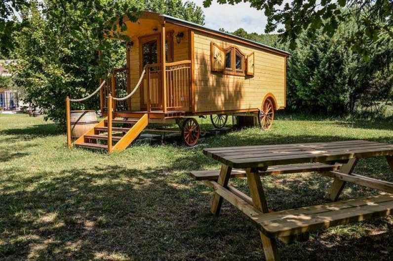 Location de vacances - Roulotte à Pernes-les-Fontaines - La roulotte et tous les  équipements sont en état neuf depuis l'été 2015