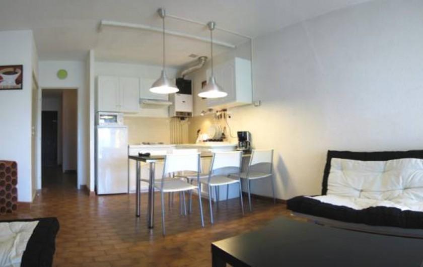Location de vacances - Appartement à Saint-Cyprien Plage - cuisine, salon