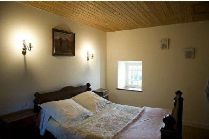 Location de vacances - Gîte à Loc-Eguiner-Saint-Thégonnec - chambre avec un lit 1 m 40 et un lit de 0 m 90