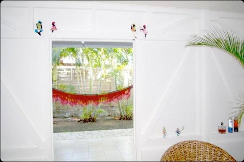 Location de vacances - Villa à Sainte-Luce - Détail de décoration au salon