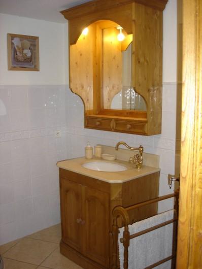 Location de vacances - Villa à Le Pompidou - salle d'eau
