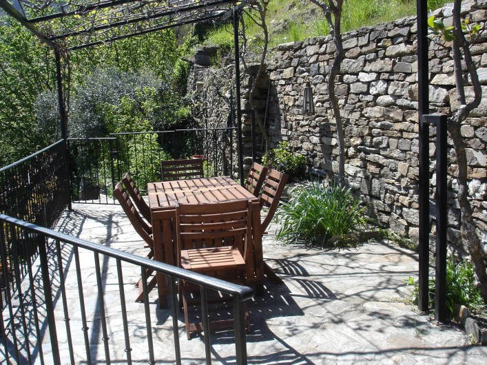 Location de vacances - Villa à Le Pompidou - terrasse au printemps