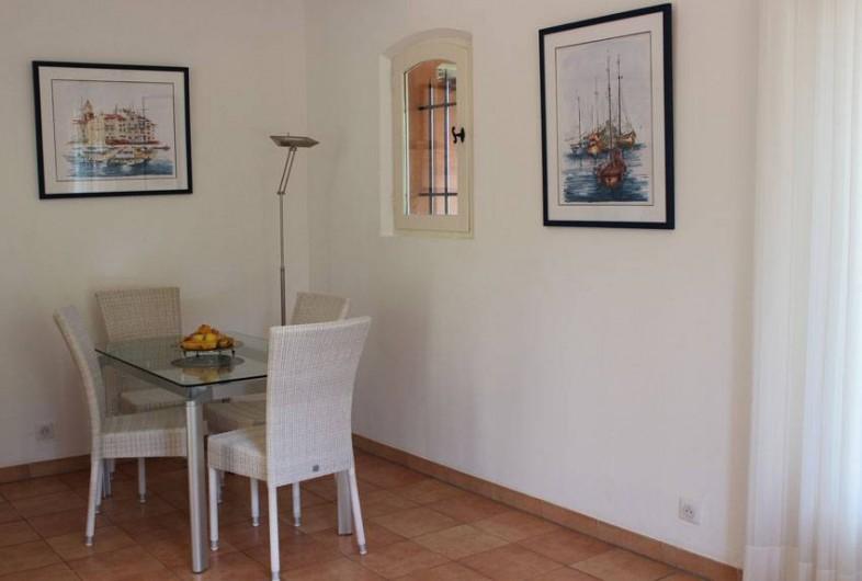 Location de vacances - Appartement à Gassin - Espace repas  ...