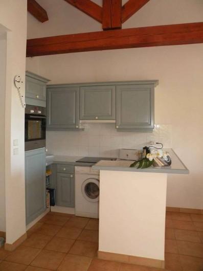 Location de vacances - Appartement à Gassin - Cuisine entièrement équipée ...