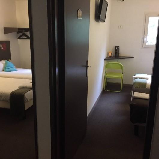 Location de vacances - Hôtel - Auberge à Villeneuve-lès-Béziers - Chambre 4 Personnes 4 lits simple