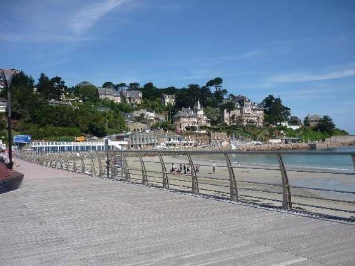 Location de vacances - Appartement à Perros-Guirec - bord de plage