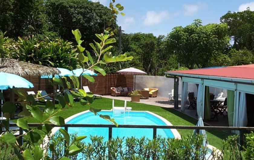 Location de vacances - Hôtel - Auberge à Capesterre-de-Marie-Galante - Autre vue piscine de l'hôtel