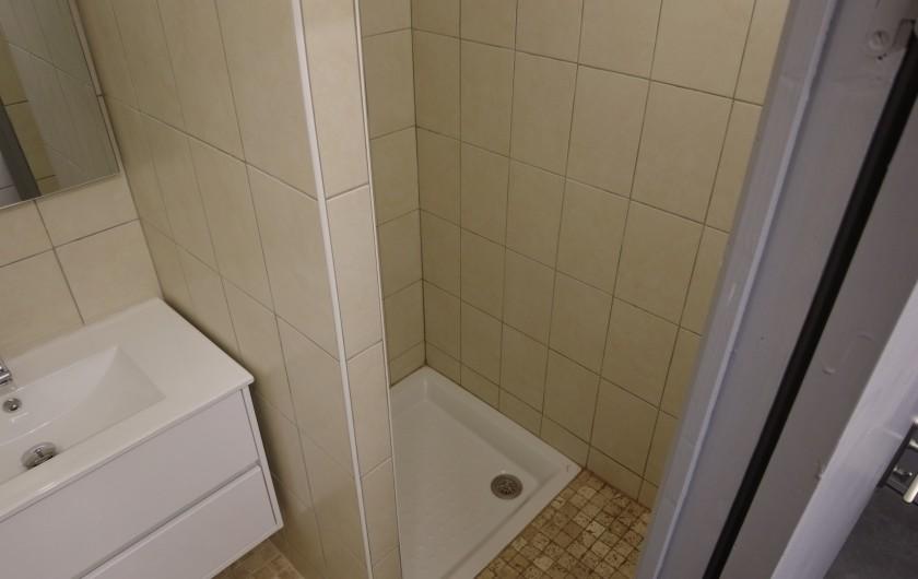 Location de vacances - Maison - Villa à Saint-Léger-les-Mélèzes - PIECE AVEC 3 DOUCHES SEPAREES ET 2 WC