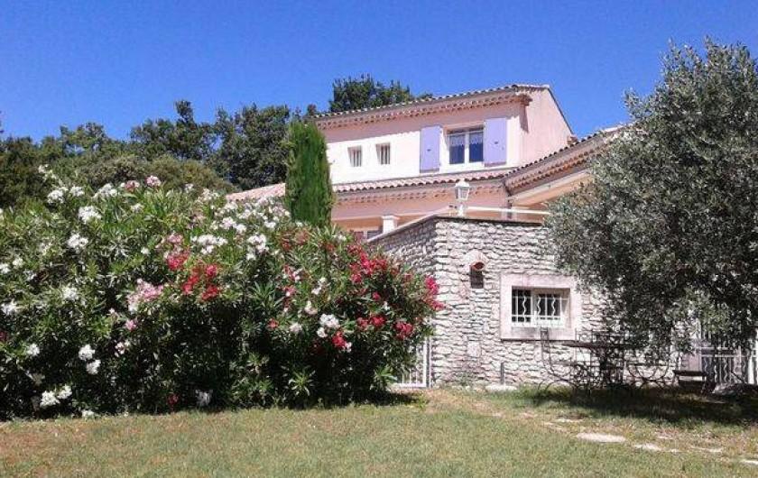 Location de vacances - Appartement à Grignan - vue villa côté sud Est