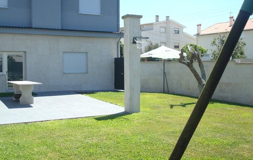 Location de vacances - Villa à Cepães - vue de la priva cité de jardin avec port sécurité de accès a la piscine