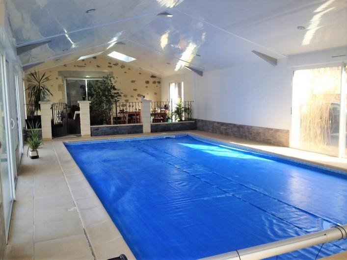 Location de vacances - Chambre d'hôtes à Saint-André-de-la-Marche - Piscine intérieure et son salon
