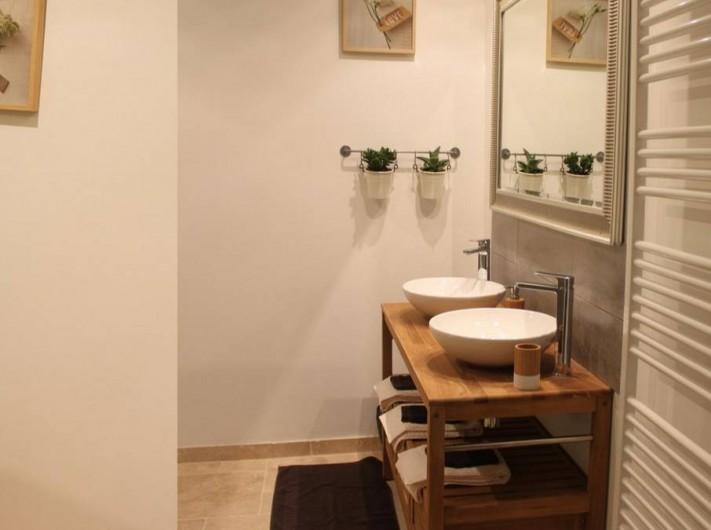 Location de vacances - Chambre d'hôtes à Saint-André-de-la-Marche - Chambre Nature: salle de bain