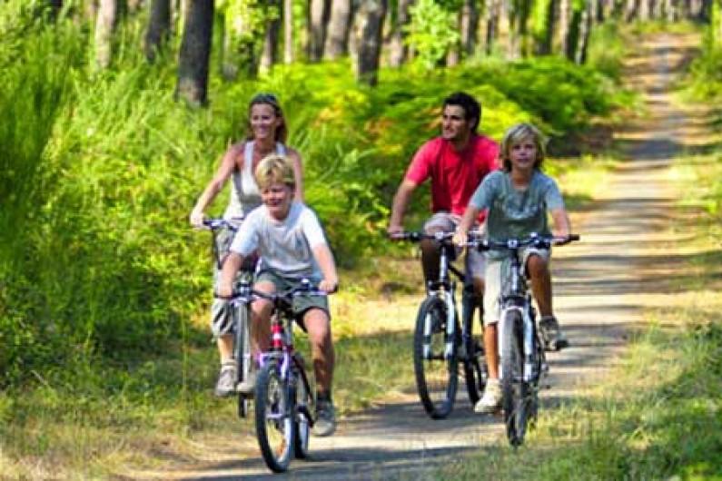 Location de vacances - Camping à Sainte-Eulalie-en-Born - Vélodysée