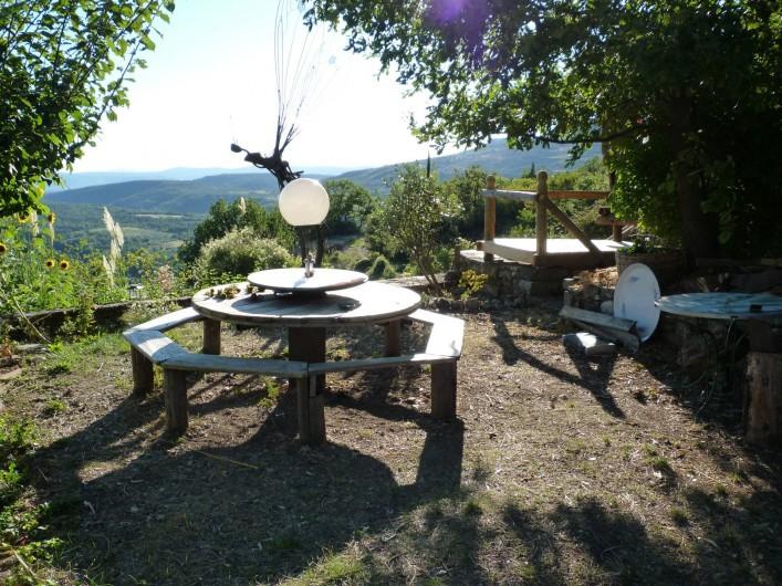 Location de vacances - Gîte à Saint-Privat - Rencontre à la table ronde...