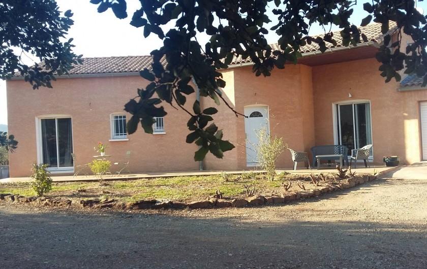 Location de vacances - Villa à Le Puech - Côté Sud, chambre 3, entrée et cuisine.