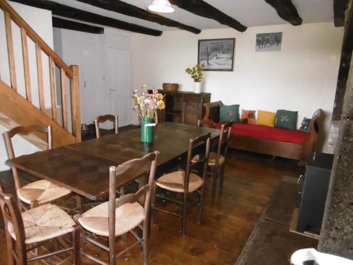 Location de vacances - Gîte à Saint-Chély-d'Aubrac - salle à manger et coin salon