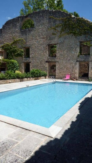 Location de vacances - Maison - Villa à Rustrel - Piscine commune rénovée dans un cadre magique et coloré!