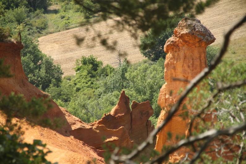 Location de vacances - Maison - Villa à Rustrel - Le Colorado provençal, à quelques minutes à pied... et les ocres.