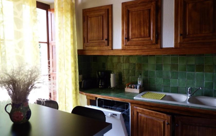 Location de vacances - Maison - Villa à Rustrel - La cuisine très bien équipée.