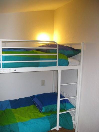 Location de vacances - Maison - Villa à Rustrel - La chambre des enfants (lits superposés, matelas latex).
