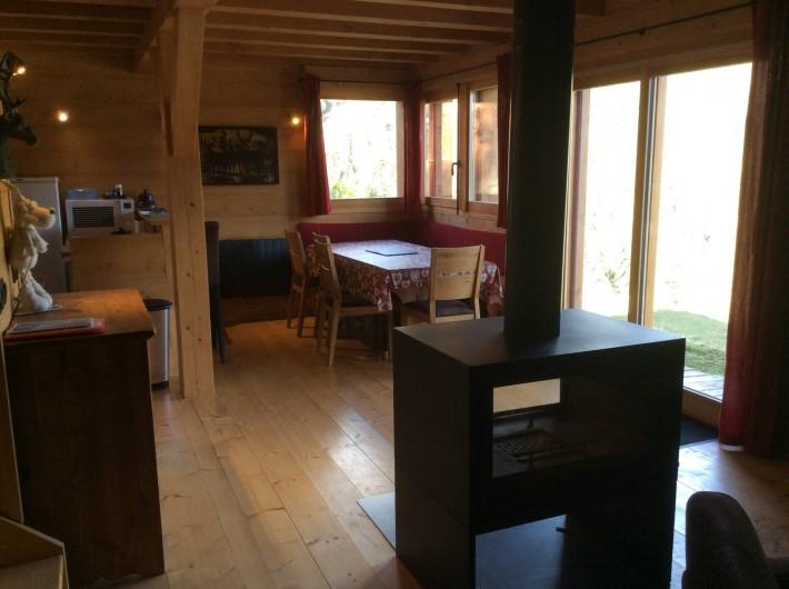 Location de vacances - Chalet à Le Praz de Lys - Salon et poële