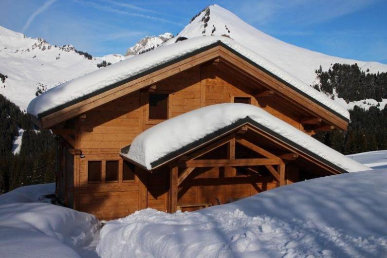 Location de vacances - Chalet à Le Praz de Lys - Vue extérieure du chalet de puis la poste de ski