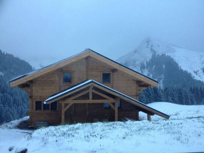 Location de vacances - Chalet à Le Praz de Lys - Le chalet sous la neige