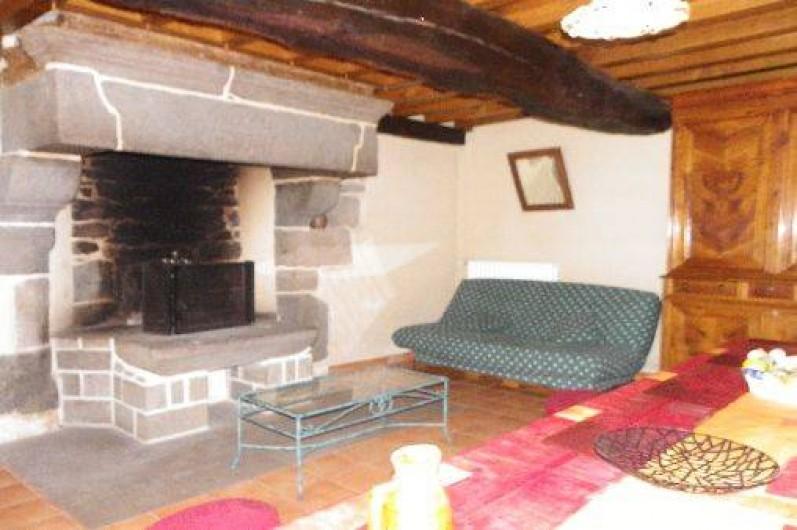 Location de vacances - Gîte à Combourg - salon avec cheminée
