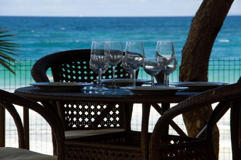 Location de vacances - Villa à Le Diamant - Déjeuner au bord de l'eau