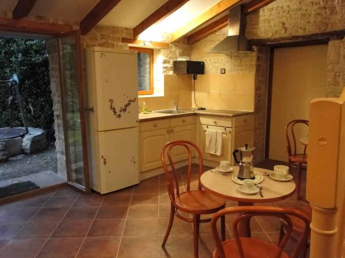 Location de vacances - Chambre d'hôtes à Andilly - La cuisine partagée de 22 m2 vous permettra de préparer vos repas