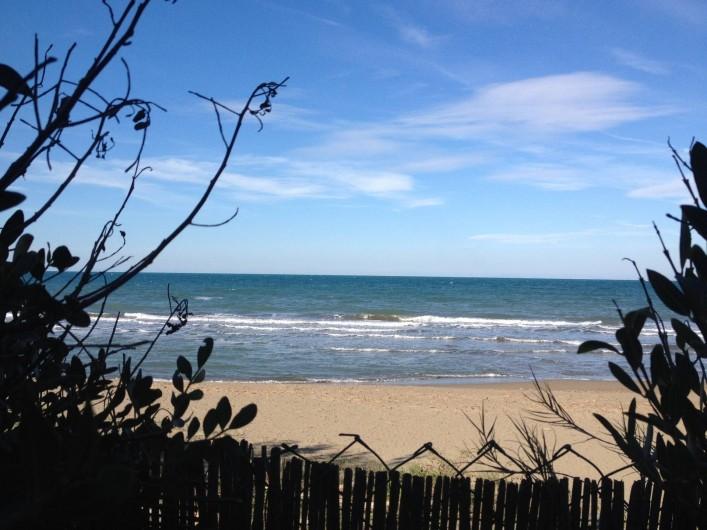 Location de vacances - Villa à Albinia - vue sur la mer depuis le jardin