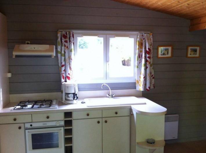 Location de vacances - Bungalow - Mobilhome à Biscarrosse - Intérieur relooké des chalets tout confort sur parcelle bien délimitée
