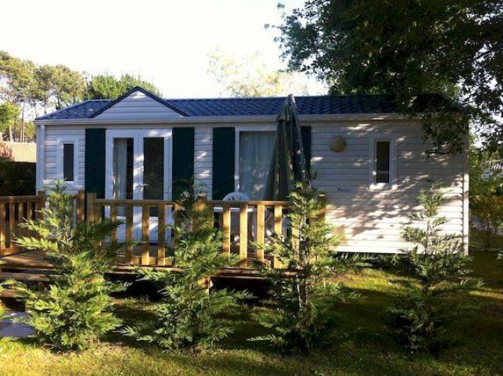 Location de vacances - Bungalow - Mobilhome à Biscarrosse - Locatif 2 chambres tout confort avec terrasse et parasol sur parcelle ombragée