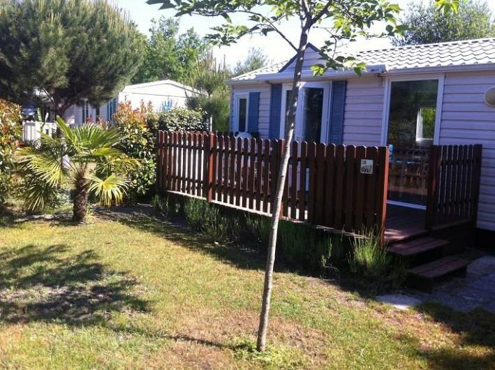 Location de vacances - Bungalow - Mobilhome à Biscarrosse - Hébergement 2 chambres confort, terrasse, store banne sur jolie parcelle.