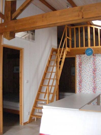 Location de vacances - Gîte à Brem-sur-Mer - accès mezzanine et accès chambres