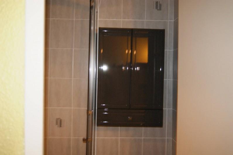 Location de vacances - Appartement à Le Barcarès - la SDB vue 2