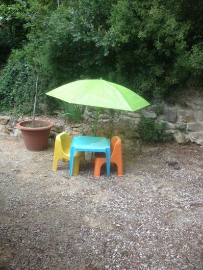 Location de vacances - Gîte à Bagnols-sur-Cèze - a chacun sa terrasse  et son coin