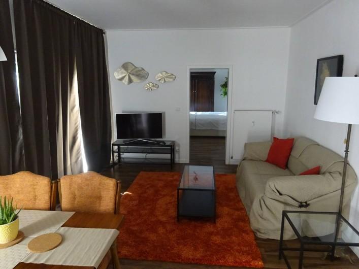 Location de vacances - Appartement à Linz am Rhein - Salle de séjour avec un clic-clac (canapé)