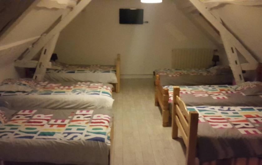 Location de vacances - Gîte à Bréhémont - chambre n°4 6 lit 90 tv