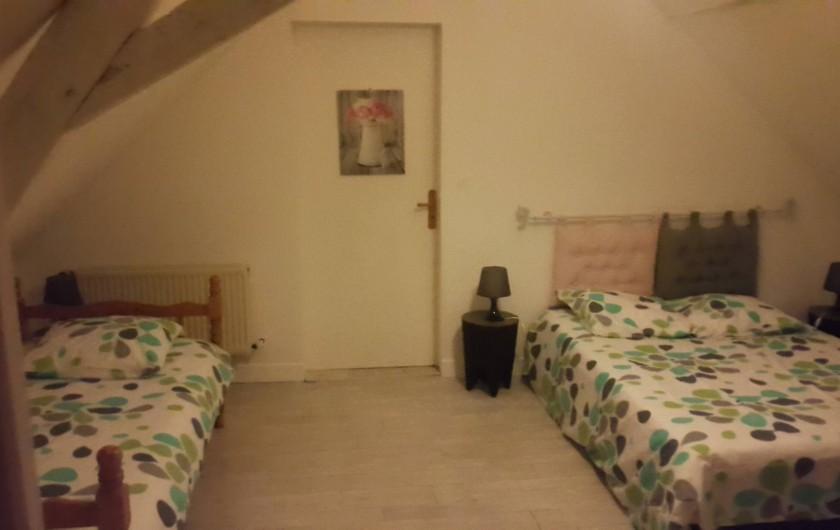 Location de vacances - Gîte à Bréhémont - Chambre n°3 communicante avec la n°4 1 lit 140 1 lit 90