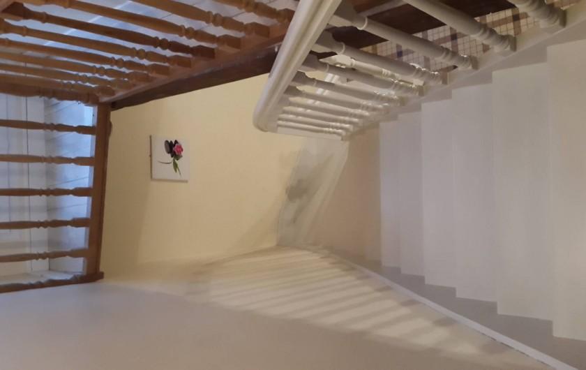Location de vacances - Gîte à Bréhémont - escalier