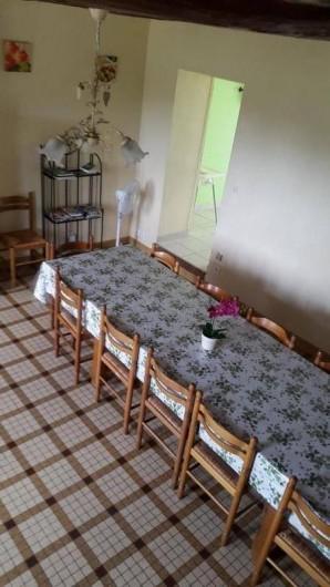 Location de vacances - Gîte à Bréhémont - salle a manger