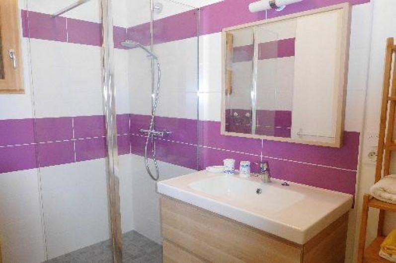Location de vacances - Chalet à Samoëns - Salle d'eau du rez de chaussée avec douche à l'italienne