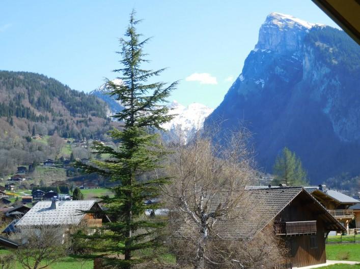 Location de vacances - Chalet à Samoëns - Vue depuis la fenêtre de la chambre