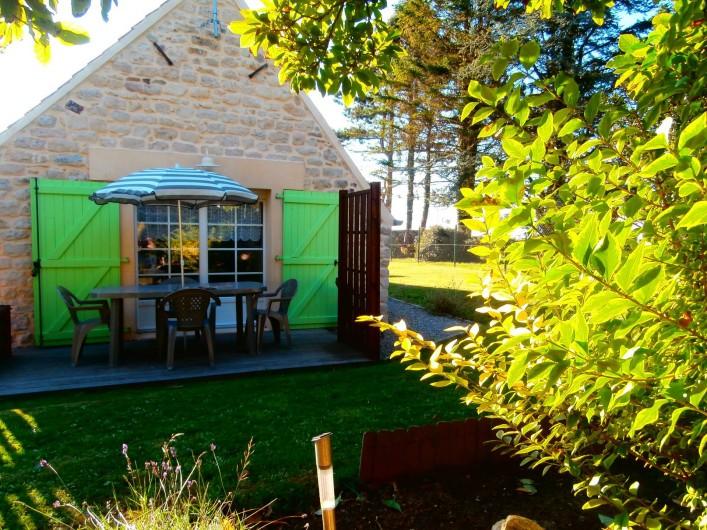 Location de vacances - Gîte à Beuvrequen - La terrasse de la maison n°2 avec son coin pelouse
