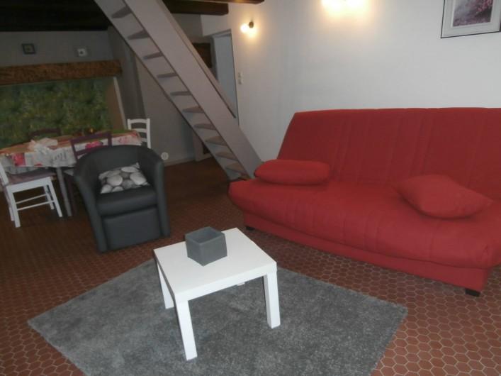 Location de vacances - Gîte à Beuvrequen - Le coin salon avec télévision